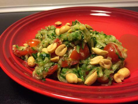 agurk salat med chili og peanuts