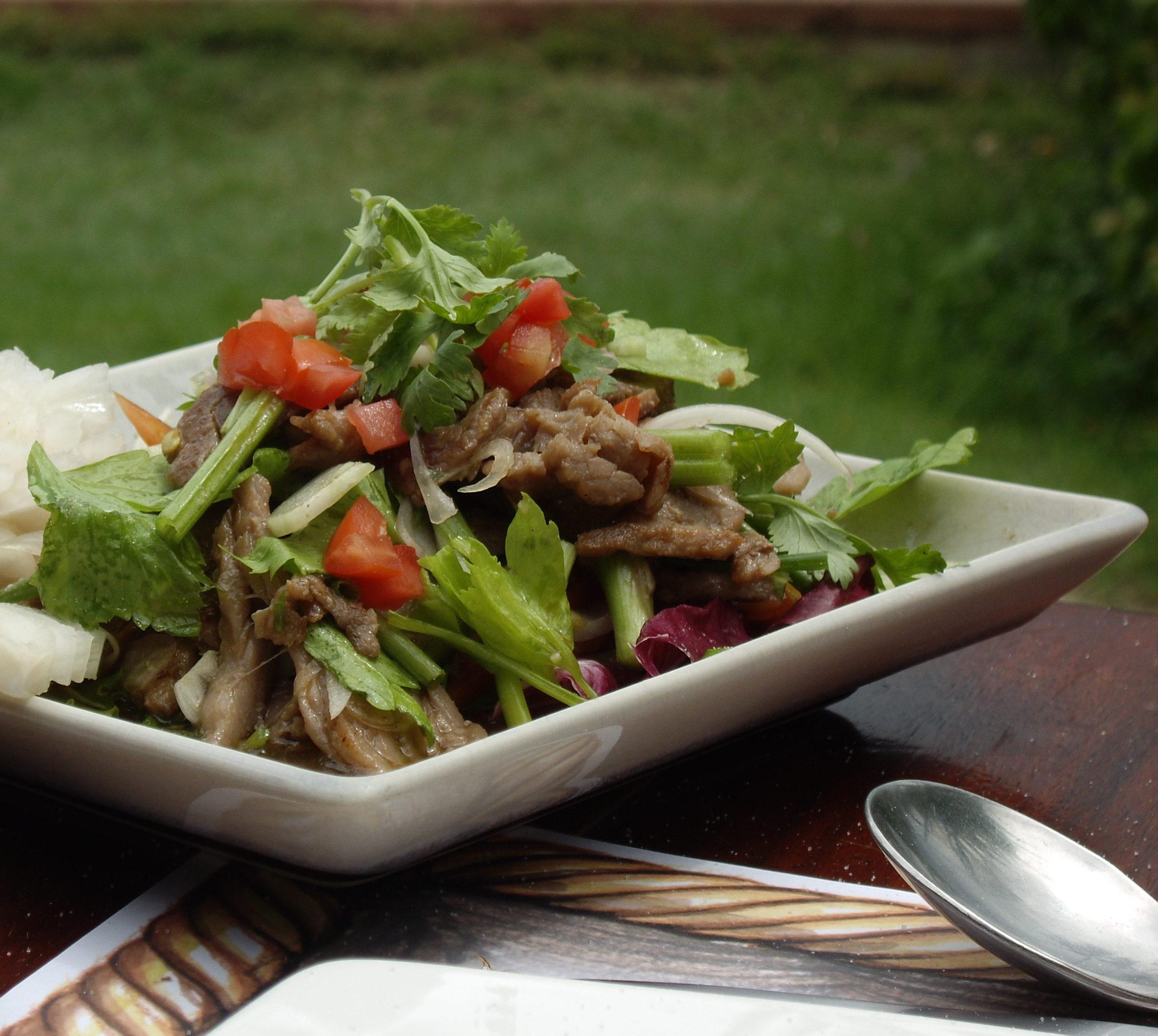 spicy oksek ds salat yam neua opskrift lav thai mad. Black Bedroom Furniture Sets. Home Design Ideas